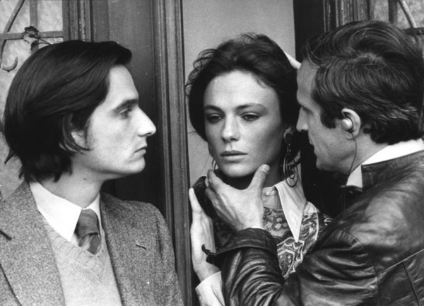 """François Truffaut bei Dreharbeiten zu """"La nuit américaine"""" (Die amerikanische Nacht)"""